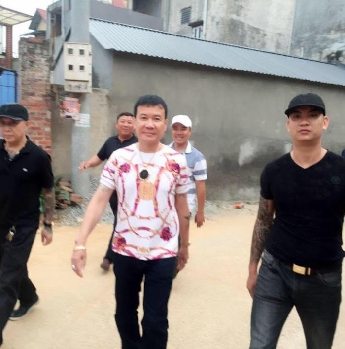 Sơn Bạch Tạng là một người có dáng vẻ nho nhã, thư sinh nhưng đã có tới 6 tiền sự và 4 tiền án