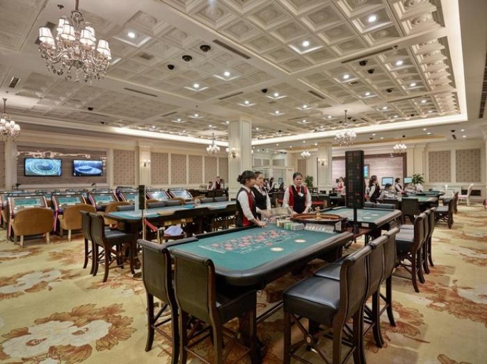Casino Hạ Long còn được gọi với cái tên Royal Casino Hạ Long, Royal International Gaming Club