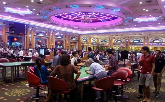 Casino này tọa lạc ở ngay trung tâm thành phố Lào Cai và thuộc khách sạn Aristo International của tập đoàn Donaco (Úc)