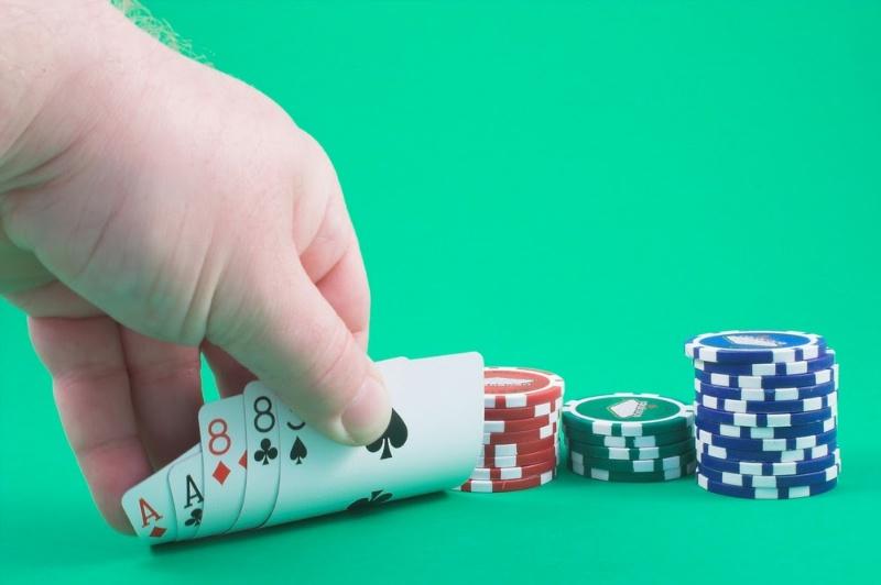 Chiến thuật chơi bài poker hợp lý